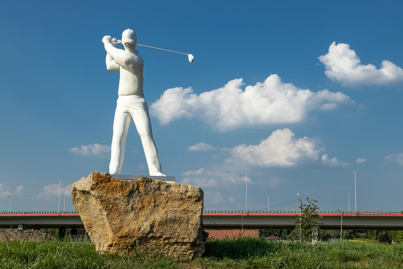 Szkółka golfowa pod wiaduktem autostrady A1